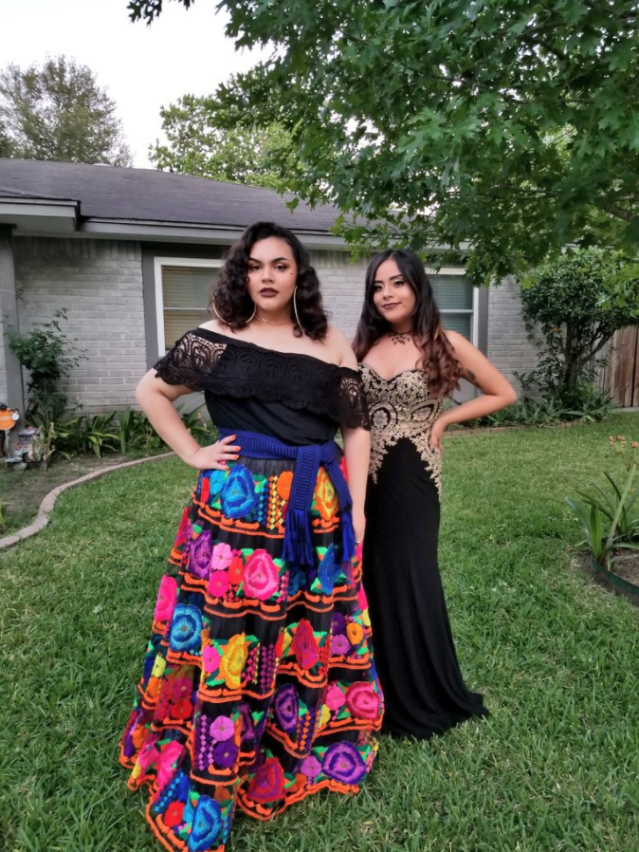 These two best friends took each other to prom. (Photo: wokemom via Twitter)