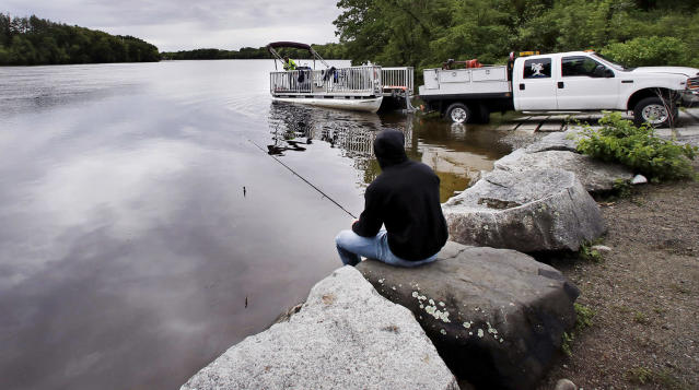 "<p>Kevin Garcia fishes along the banks of the Merrimack River as a ""Clean River Project"" recovery boat is offloaded in Chelmsford, Mass. Syringes left by drug users amid the heroin crisis are turning up everywhere. They hide in weeds along hiking trails and in playground grass, get washed into rivers and onto beaches, and lie scattered about in baseball dugouts and on sidewalks and streets. There are reports of children finding them and getting poked. (Photo: Charles Krupa/AP) </p>"