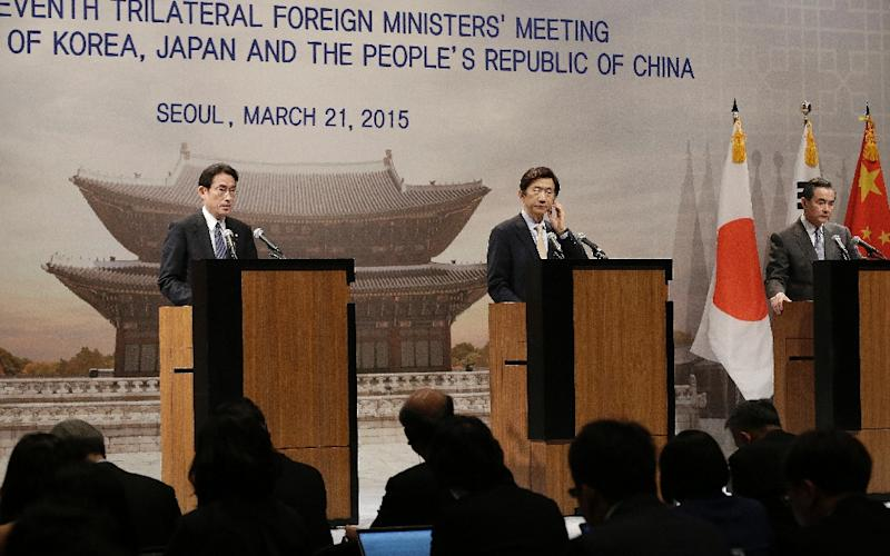 (R-L) Chinese Foreign Minister Wang Yi, South Korean Foreign Minister Yun Byung-se and Japanese Foreign Minister Fumio Kishida hold a press conference during the 7th trilateral foreign ministers meeting in Seoul on March 21, 2015