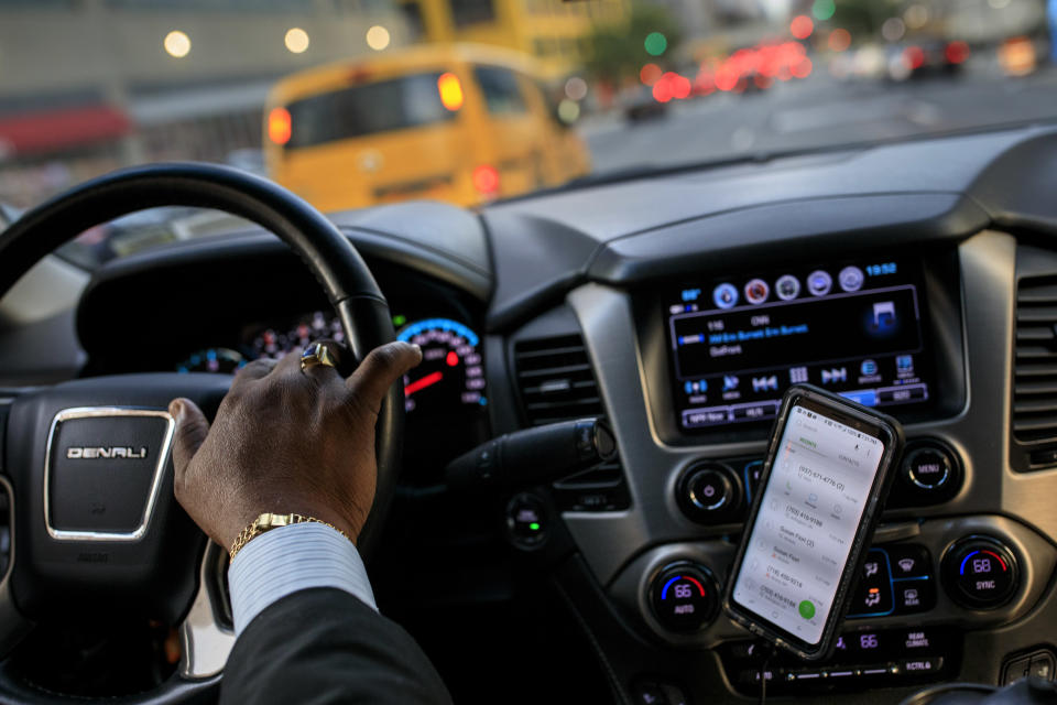 After dropping off passengers at a Broadway play, Johan Nijman, a for-hire driver who runs his own service and also drives for Uber on the side, drives through the West Side of Manhattan on Wednesday evening, August 8, 2018 in New York City. (Photo: Drew Angerer/Getty Images)