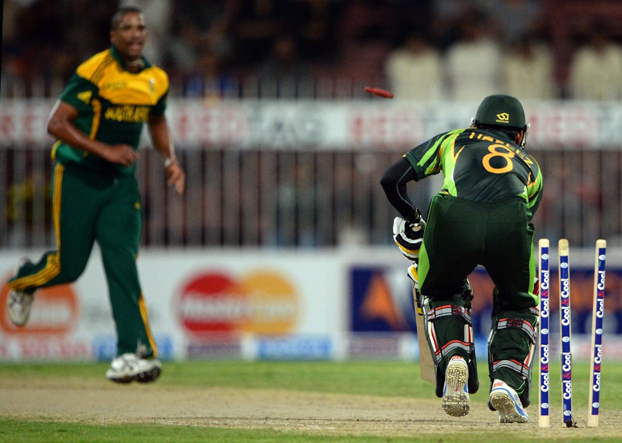 Pakistan's opener batsman Mohammad Hafeez (R) is clean bowled of South African bowler Vernon Philander (L) during the fifth and final day international at Sharjah Cricket Stadium in Sharjah on November 11, 2013. Pakistan were chasing a challenging 268-run target after South African skipper AB de Villiers samshed a 102-ball 115 not out in his team's 268-7 run total. South Africa lead the five-match series 3-1.  AFP PHOTO/ASIF HASSAN        (Photo credit should read ASIF HASSAN/AFP/Getty Images)