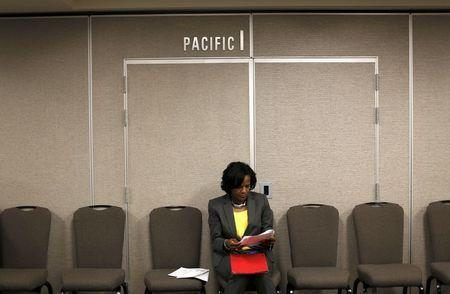 A job seeker fills out an application during a job hiring event for marketing, sales and retail positions in San Francisco, California June 4, 2015. REUTERS/Robert Galbraith
