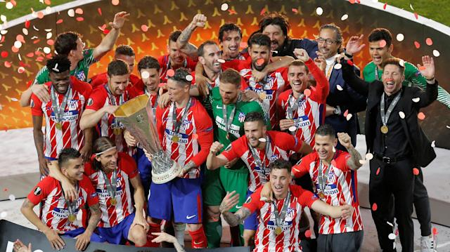 Soccer Football - Europa League Final - Olympique de Marseille vs Atletico Madrid - Groupama Stadium, Lyon, France - May 16, 2018 Atletico Madrid's Fernando Torres celebrates with the trophy and team mates after winning the Europa League REUTERS/Vincent Kessler