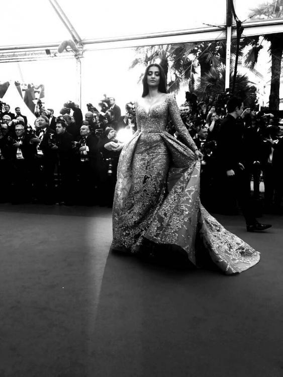 <p>Before making it big on the silver screen, Sonam Kapoor's first job was that of a waitress. </p>