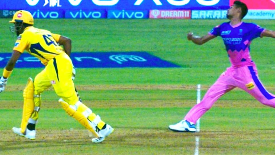Dwayne Bravo (pictured left) leaving his crease early before Mustafizur Rahman bowls the ball in the IPL.