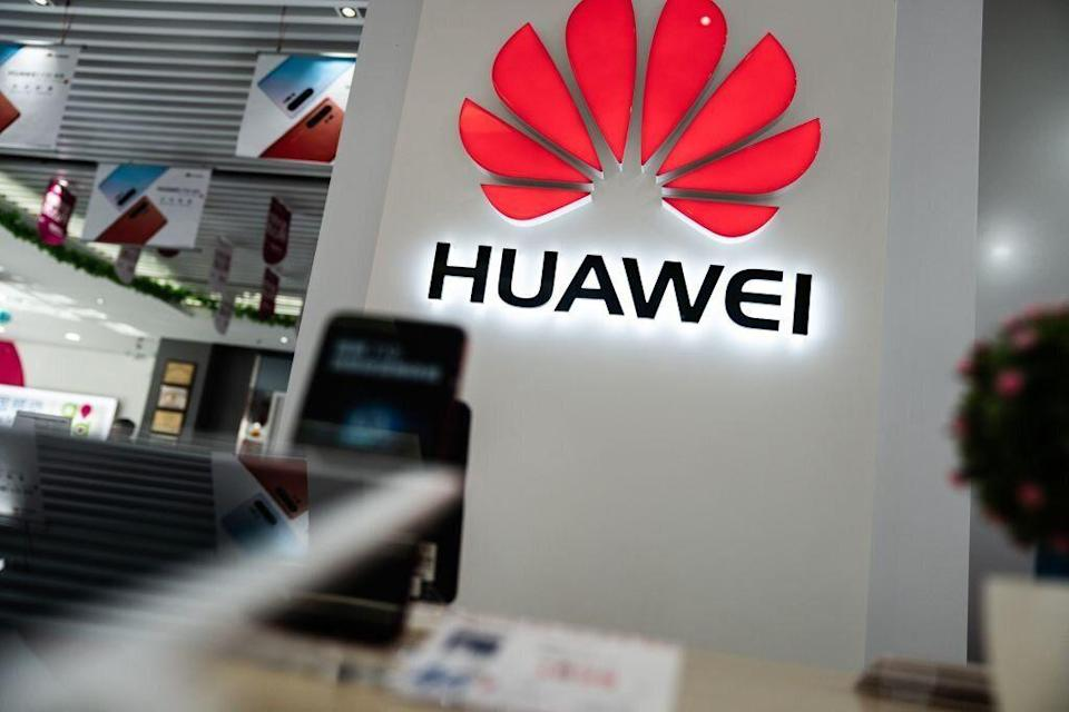 Il logo Huawei (Photo by FRED DUFOUR / AFP / Getty)