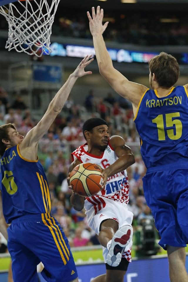 Ukraine's Viacheslav Kravstov, right, and Olexandr Mishula, left, try to stop Croatia's Dontaye Draper, center, during their EuroBasket European Basketball Championship quarterfinal match in Ljubljana, Slovenia, Thursday, Sept. 19, 2013. (AP Photo/Petr David Josek)