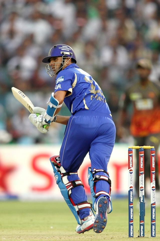 Rajasthan Royals captain Rahul Dravid sets off for a run during match 36 of the Pepsi Indian Premier League (IPL) 2013 between The Rajasthan Royals and the Sunrisers Hyderabad held at the Sawai Mansingh Stadium in Jaipur on the 27th April 2013. (BCCI)