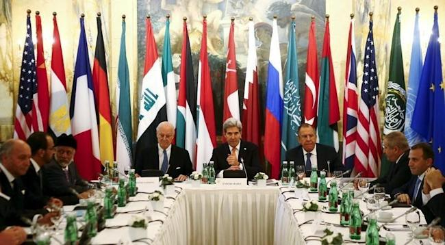Russia's Foreign Minister Sergei Lavrov (centre R), U.S. Secretary of State John Kerry (C) and foreign ministers attend a meeting in Vienna, Austria, November 14, 2015. REUTERS/Leonhard Foeger
