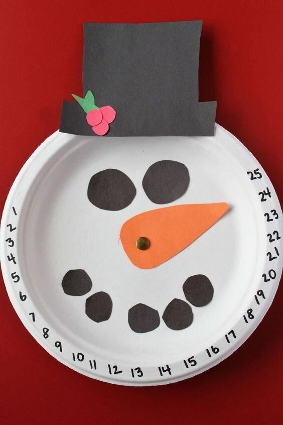 "Nothing is better (or easier) than a good old Christmas calendar countdown. They can even hang it up, and adjust the nose as the days pass. Learn how to make it at <a href=""https://coffeeandcarpool.com/snowman-christmas-countdown-craft/?utm_medium=social&amp;utm_source=pinterest&amp;utm_campaign=tailwind_tribes&amp;utm_content=tribes&amp;utm_term=521208834_18829170_33791"" target=""_blank"" rel=""noopener noreferrer"">Coffee and Carpool</a>."
