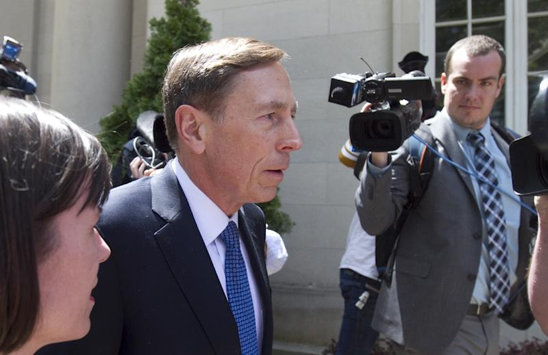 Former director of CIA and former commander of US Forces in Afghanistan Gen. David Petraeus enters the federal courthouse to face criminal sentencing on April 23, 2015 in Charlotte, North Carolina (AFP Photo/John W. Adkisson)