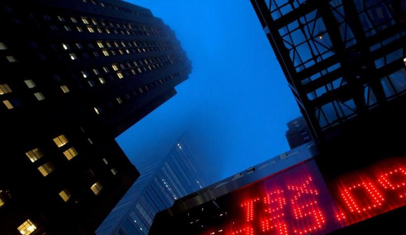 S&P/TSX composite falls despite crude oil price surge to end second week higher