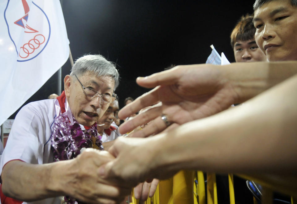 Chiam See Tong (L), secretary-general of the opposition Singapore People's Party (SPP), shakes hands with supporters after the final night of election rallies in Singapore May 5, 2011. Chiam is one of the only two elected opposition MPs. Singapore will hold a general election on Saturday.     REUTERS/Tan Shung Sin (SINGAPORE - Tags: POLITICS ELECTIONS)