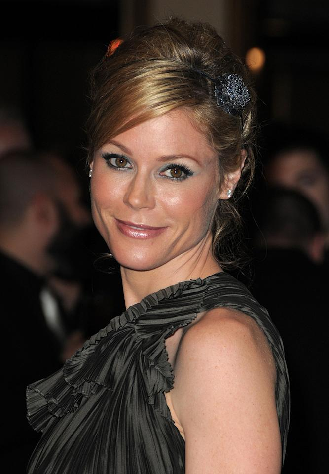 "<a href=""http://movies.yahoo.com/movie/contributor/1800253184"">Julie Bowen</a> at the 62nd Annual Directors Guild of America Awards in Century City, California on January 30, 2010."