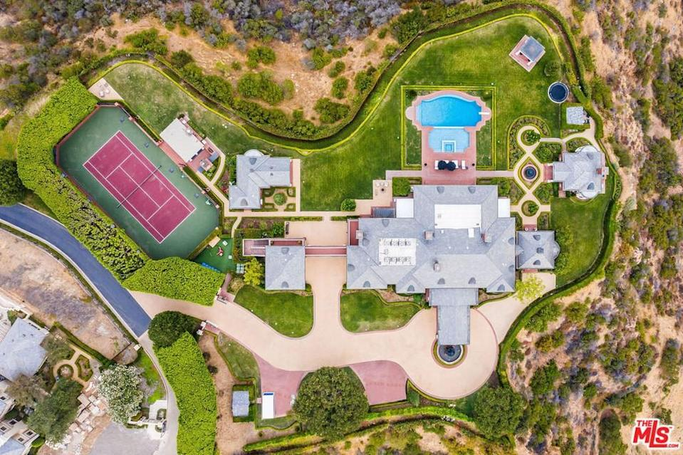 It sits on 6.6 acres in the prestigious gated Sherwood Country Club. Like any self-respecting mansion, there's obviously a pool and a tennis court.