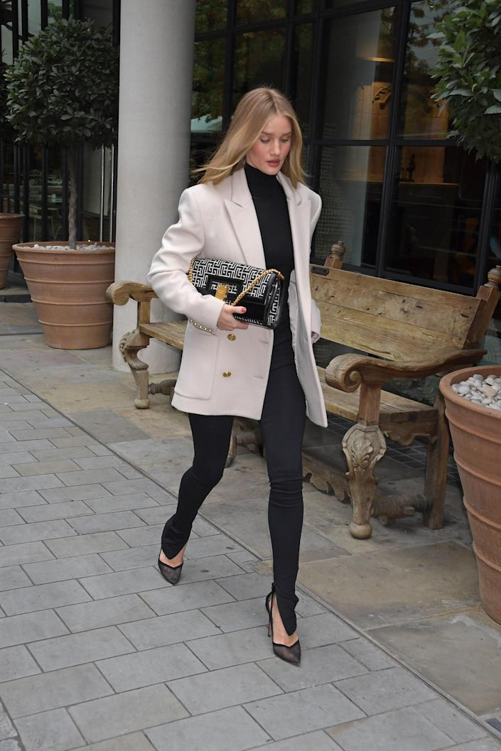 "<h1 class=""title"">Rosie Huntington-Whiteley Seen Leaving The Ham Yard Hotel</h1><cite class=""credit"">Courtesy of Mark Boland/Getty Images</cite>"
