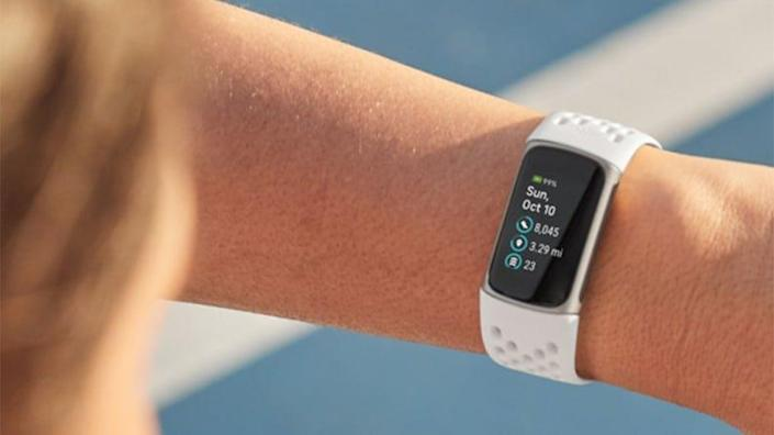 Best gifts for dads: Fitbit Charge 5