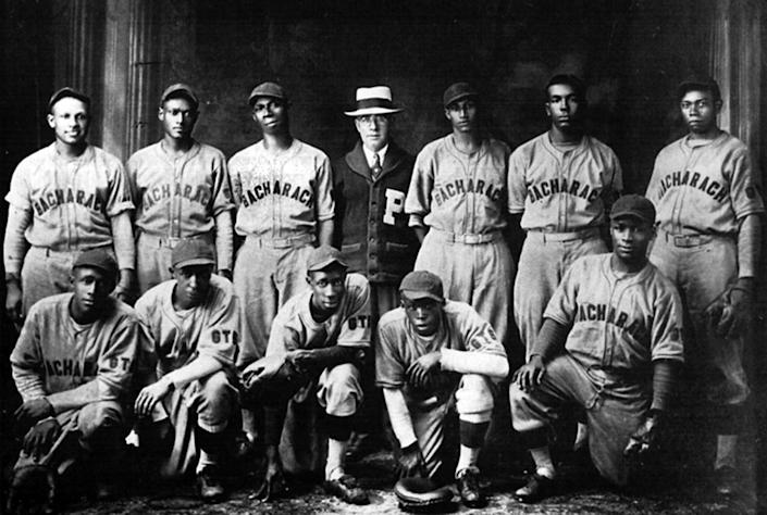 (standing top left). Halley Harding with the 1931 Bacharach Giants.