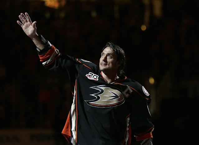 Anaheim Ducks' Teemu Selanne, of Finland, who plans to retire after the season, acknowledges the fans as he is honored after an NHL hockey game against the Colorado Avalanche on Sunday, April 13, 2014, in Anaheim, Calif. The Ducks won 3-2 in overtime. (AP Photo/Jae C. Hong)