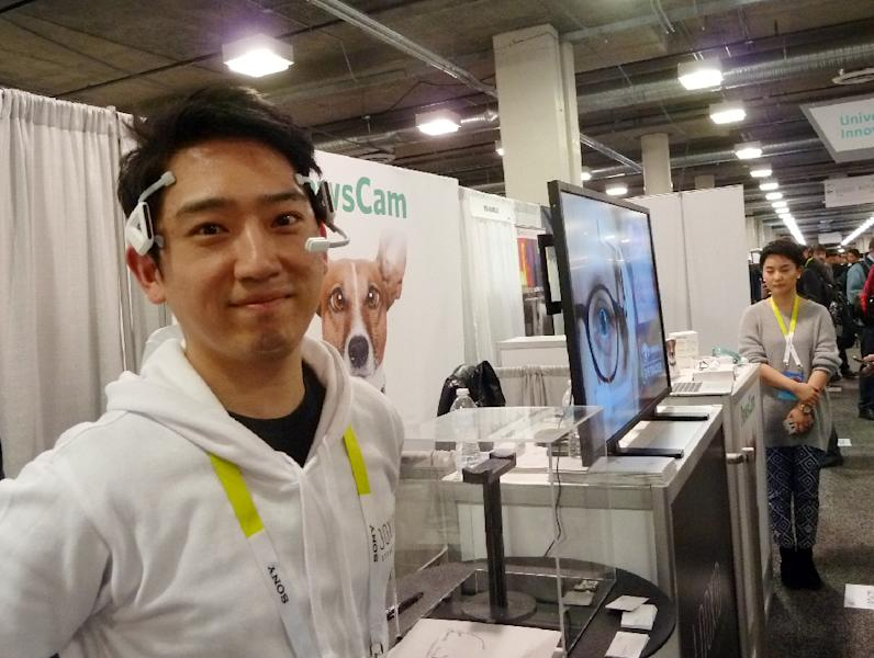 Alex Chang of Looxid Labs demonstrates a brainwave headset at the Consumer Electronics Show on January 7, 2016 in Las Vegas, Nevada (AFP Photo/Rob Lever)