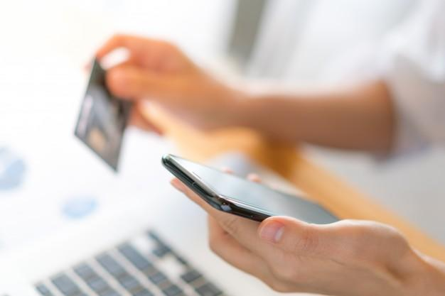 best credit card to pay bills - features to consider