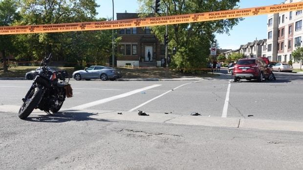 Police are investigating a crash between a motorcycle and an SUV that happened Saturday afternoon at the intersection of Saint-Jacques Street and Beaconsfield Avenue in Montreal. (Mathieu Wagner/Radio-Canada - image credit)