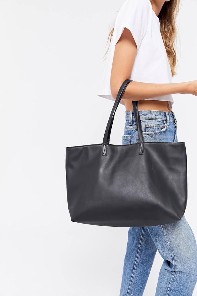 """<p>You can't go wrong with this affordable <a href=""""https://www.popsugar.com/buy/Anna-Basic-Tote-Bag-537110?p_name=Anna%20Basic%20Tote%20Bag&retailer=urbanoutfitters.com&pid=537110&price=30&evar1=fab%3Aus&evar9=45623846&evar98=https%3A%2F%2Fwww.popsugar.com%2Ffashion%2Fphoto-gallery%2F45623846%2Fimage%2F47066449%2FAnna-Basic-Tote-Bag&list1=shopping%2Caccessories%2Cbags%2Cworkwear&prop13=mobile&pdata=1"""" rel=""""nofollow"""" data-shoppable-link=""""1"""" target=""""_blank"""" class=""""ga-track"""" data-ga-category=""""Related"""" data-ga-label=""""https://www.urbanoutfitters.com/shop/anna-basic-tote-bag?color=001&amp;quantity=1&amp;recommendation=dyrectray-OftenViewedWIth&amp;size=ONE%20SIZE&amp;type=REGULAR"""" data-ga-action=""""In-Line Links"""">Anna Basic Tote Bag</a> ($30, originally $49).</p>"""
