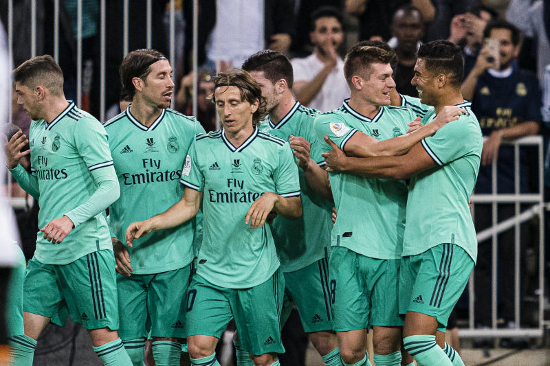 Toni Kroos (second from right) and his Real Madrid teammates celebrate after Kroos' opening goal against Valencia. (Photo by Ricardo Nogueira/Eurasia Sport Images/Getty Images)