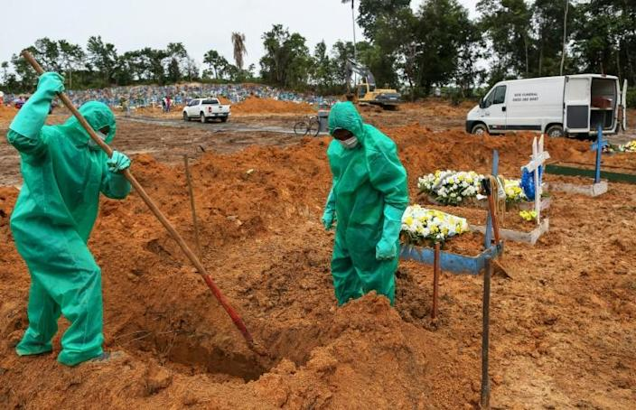 Cemetary workers dig graves for victims and suspected victims of the COVID-19 coronavirus pandemic at the Nossa Senhora cemetary in Manaus, Amazon state, Brazil (AFP Photo/MICHAEL DANTAS)