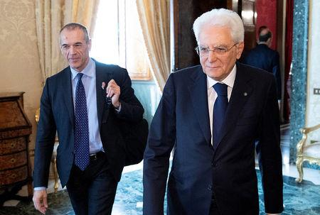 Italy PM starts off in shadow of deputies