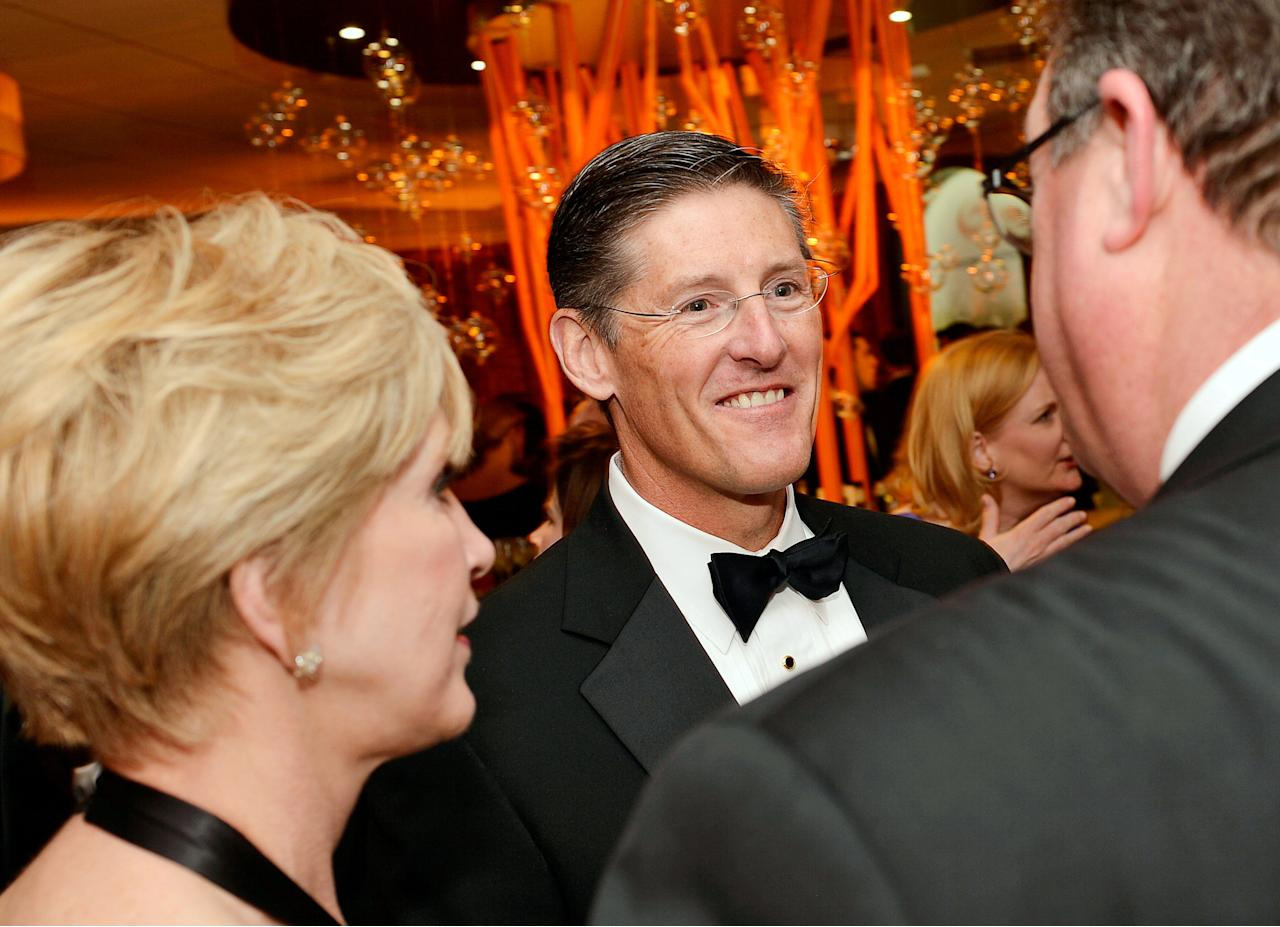 FILE PHOTO: Citigroup CEO Michael Corbat chats with Thomson Reuters CEO Jim Smith and his wife Pam Kushmerick at the Thomson Reuters reception prior to the White House Correspondents' Association Gala in Washington, DC, U.S. on April 27, 2013.  REUTERS/Mike Theiler/File Photo