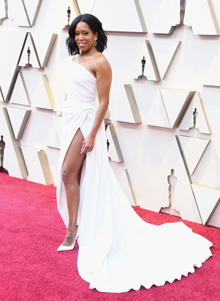 <p>Regina King rocked a strapless white Oscar de la Renta dress with a high slit and a long train. The winner of the Best Supporting Actress trophy for her performance in <i>If Beale Street Could Talk</i>, King was ready for her moment in the spotlight. (Photo: Getty Images) </p>
