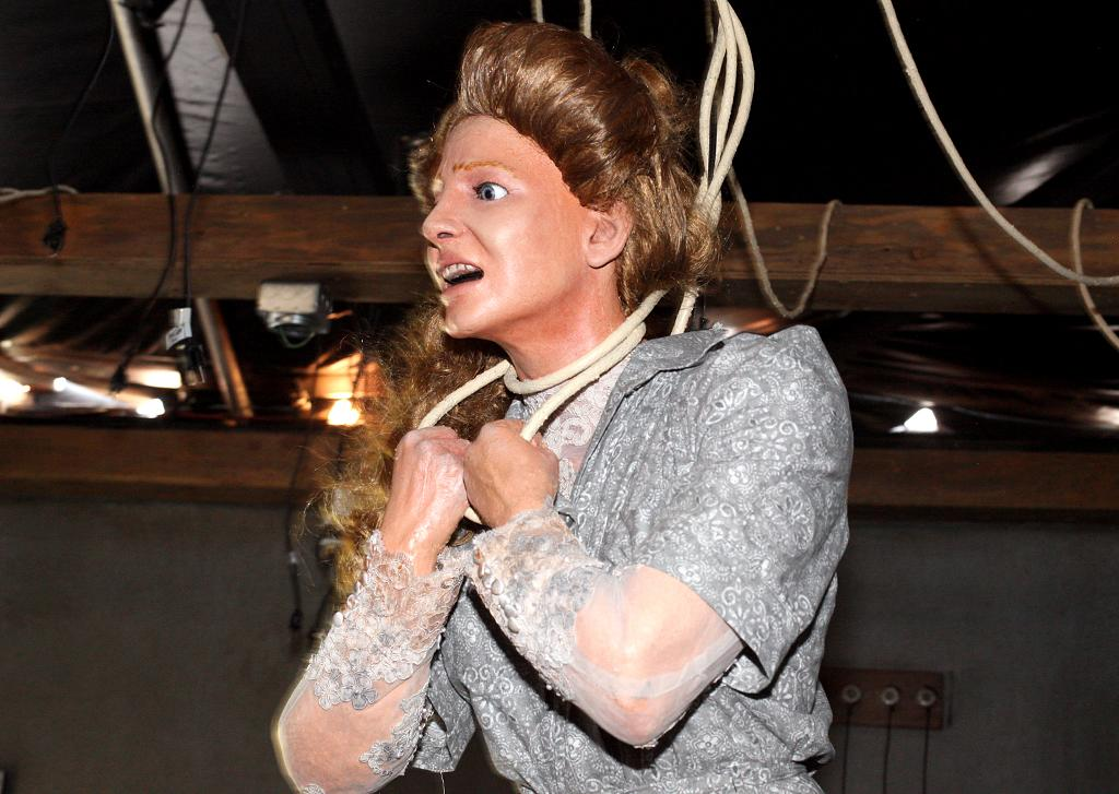 <p>Mom isn't looking too good. Fans will be spooked when turning the corner to find that the main character's mother has been hanged in the basement at the hands of a demonic spirit. (Photo: Camilo Urdaneta/Yahoo) </p>