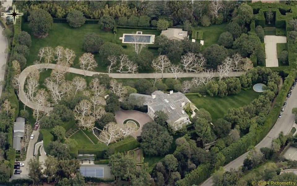 """The Warner estate in Beverly Hills. <p class=""""copyright""""><a href=""""https://www.propertytax.lacounty.gov/"""" rel=""""nofollow noopener"""" target=""""_blank"""" data-ylk=""""slk:Los Angeles County/Pictometry"""" class=""""link rapid-noclick-resp"""">Los Angeles County/Pictometry</a></p>"""