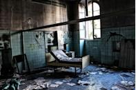 <p>With papers scattered all over the floor, it appears that this former mental hospital was abandoned in quite a hurry.</p>