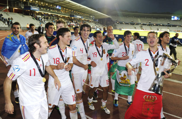 Cesar Azpilicueta (R) among other Spanish players celebrate with the trophy at the end of the UEFA Under-21 European Championship final match Spain vs Switzerland at the Aarhus Stadium, on June 25, 2011. Spain win the final with 2-0.AFP PHOTO/JONATHAN NACKSTRAND (Photo credit should read JONATHAN NACKSTRAND/AFP/Getty Images)