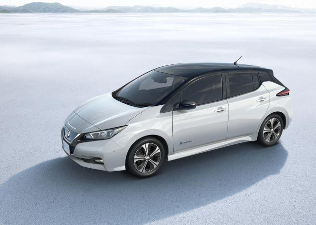 Nissan Leaf makes world premiere, gets 400 km range