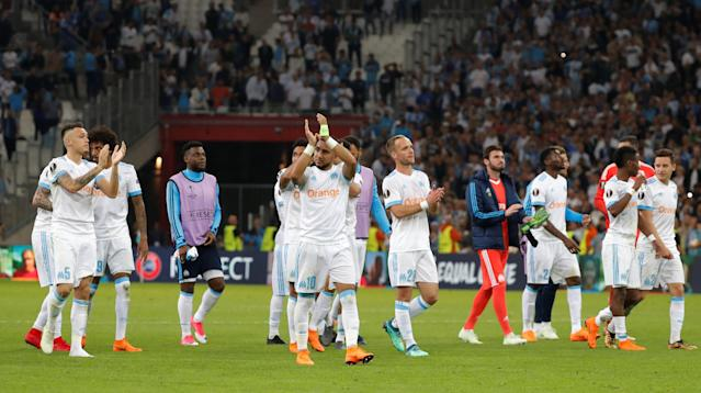 Soccer Football - Europa League Semi Final First Leg - Olympique de Marseille vs RB Salzburg - Orange Velodrome, Marseille, France - April 26, 2018 Marseille's Dimitri Payet and team mates applaud fans after the match REUTERS/Eric Gaillard