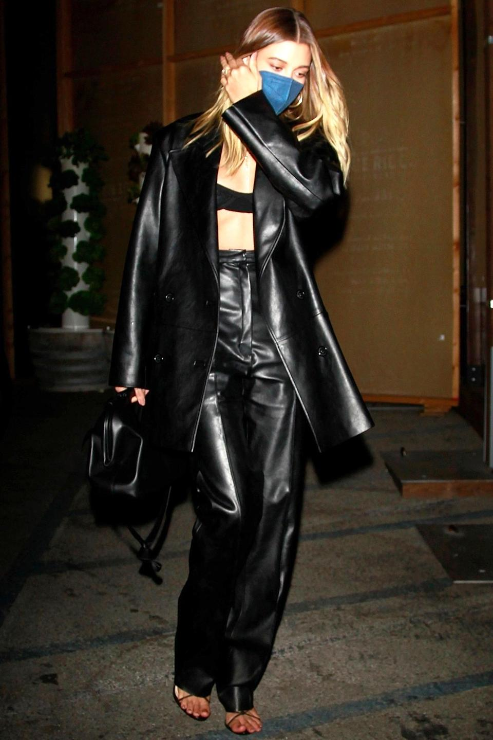 <p>Hailey Baldwin was dressed in all black for her dinner at Craig's restaurant in West Hollywood, California.</p>