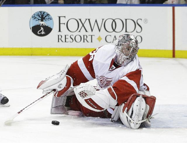 Detroit Red Wings goalie Jimmy Howard (35) loses sight of the puck during the second period of an NHL hockey game against the New York Rangers, Thursday, Jan. 16, 2014, in New York. (AP Photo/Frank Franklin II)