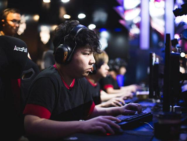 AmazingJ is the top laner and captain of I MAY (刘一村)
