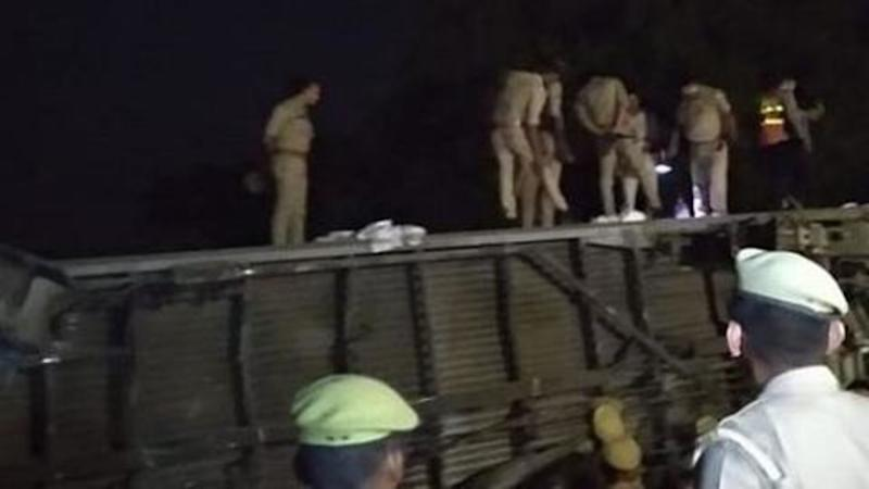 12 coaches of Poorva Express derail near Kanpur, 13 injured