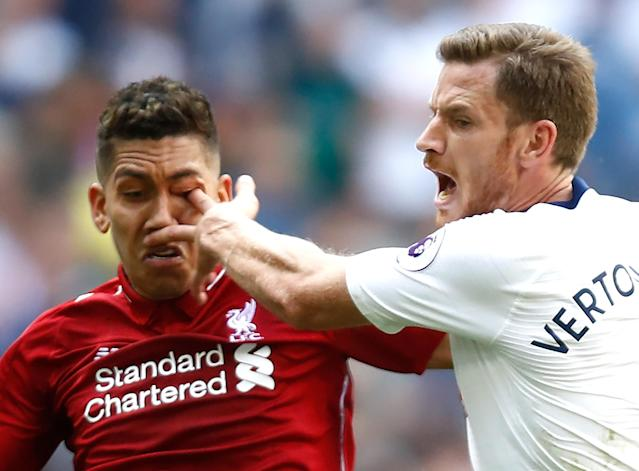 Jan Vertonghen of Tottenham Hotspur pokes Roberto Firmino of Liverpool in the eye as they battle for the ball. (Getty)
