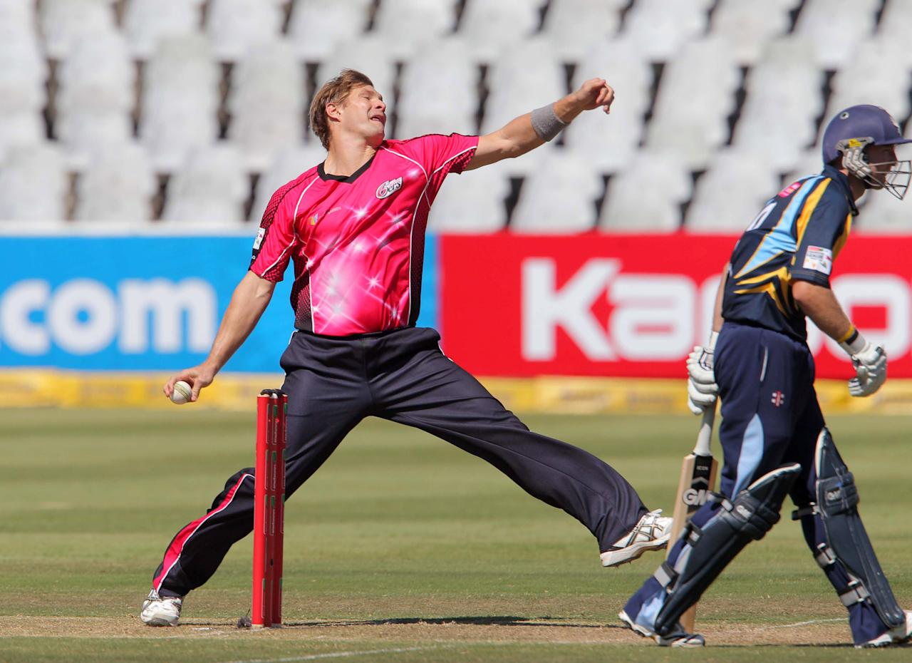 CAPE TOWN, SOUTH AFRCA - OCTOBER 16:  Shane Watson of the Sydney Sixers in action during the Champions League twenty20 match between Sydney Sixers (Australia) and Yorkshire (England) at Sahara Park Newlands on October 16, 2012 in Cape Town, South Africa. (Photo by Carl Fourie / Gallo Images/Getty Images)