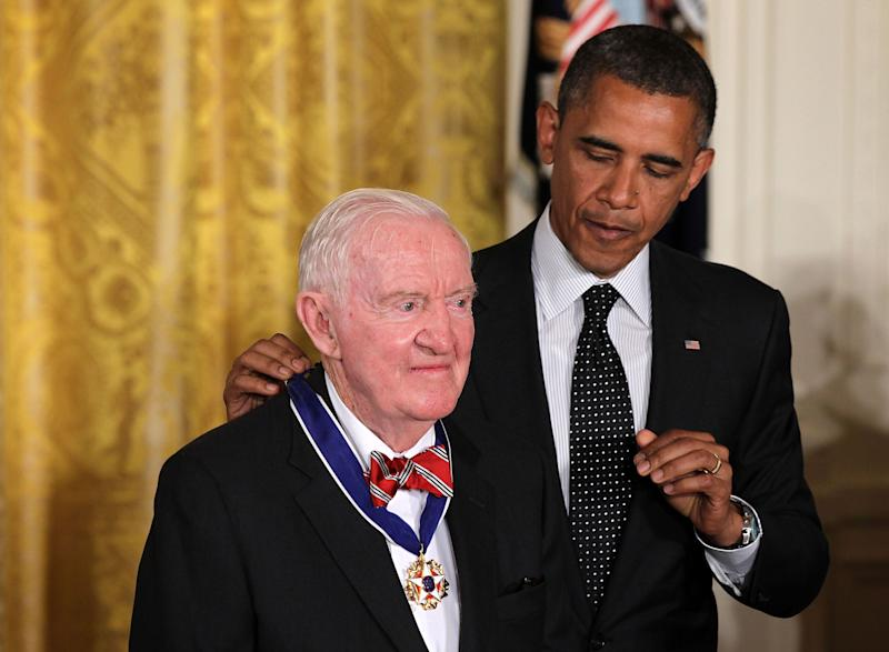 Then-President Barack Obama honored former Supreme Court Justice John Paul Stevens with the Presidential Medal of Freedom in May 2012.  (Photo: Alex Wong via Getty Images)
