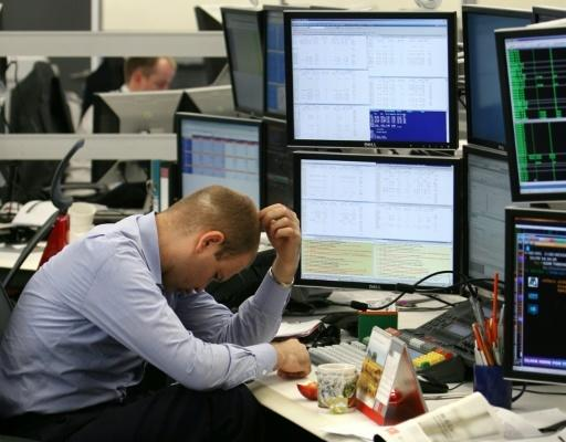 Moscow stock exchange drops by 5 percent, ruble hit
