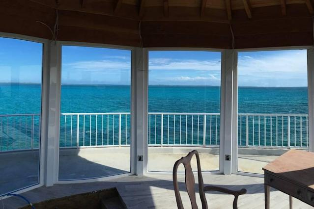 <p>The villa also features unobstructed east-west views of the ocean.<br>(Airbnb) </p>