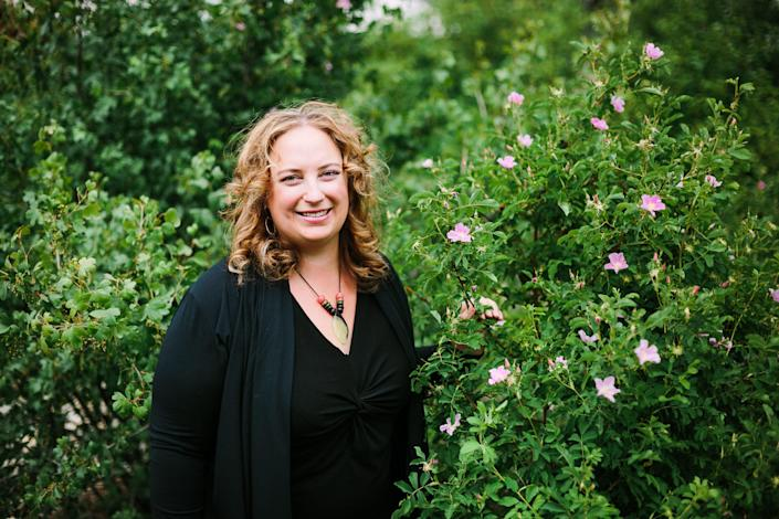 Best selling author and herbalist Rosalee De la Foret