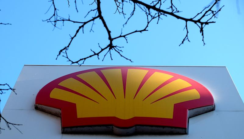 The Shell logo at a petrol station in London, Wednesday, Jan. 20, 2016. Royal Dutch Shell expects its fourth quarter profits to drop by at least 40 percent to between $1.6 billion and $1.9 billion after a sharp drop in crude oil prices, but underscored its determination to press ahead with the proposed mega-merger with BG Group plc. (AP Photo/Kirsty Wigglesworth)