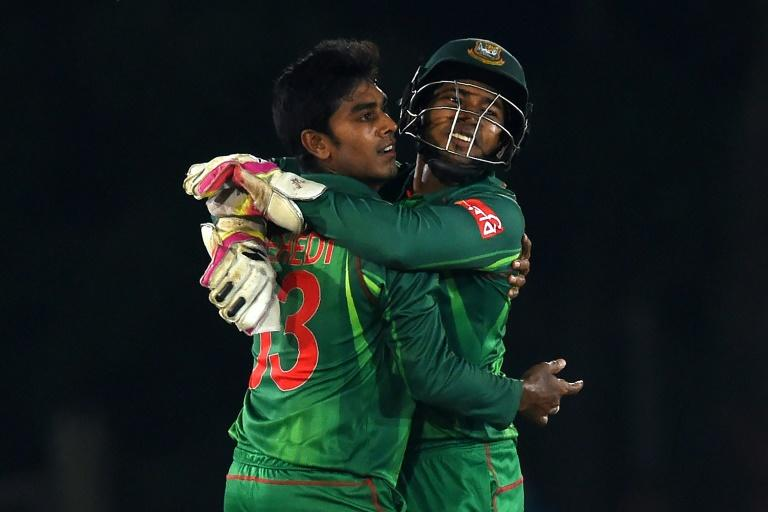 Bangladesh wicketkeeper Mushfiqur Rahim (R) and cricketer Mehedi Hasan celebrate after Rahim dismissed Sri Lankan batsman Dinesh Chandimal during their first one day international (ODI) in Dambulla on March 25, 2017